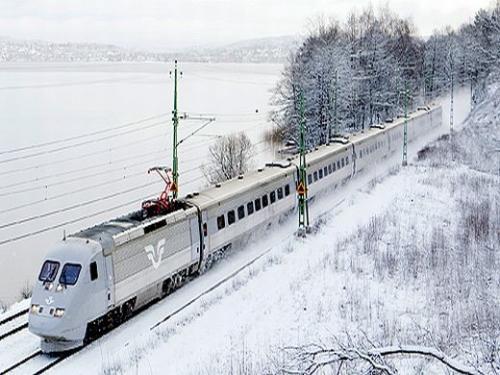 雪景色を駆け抜けるエックス2000