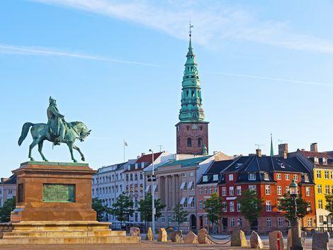 コペンハーゲン:街並みとフレデリク7世の像