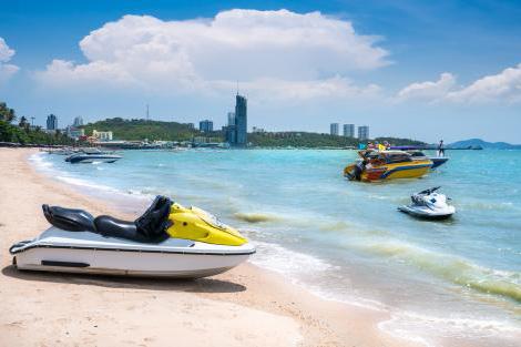 様々なアクティビティを楽しめるパタヤビーチ