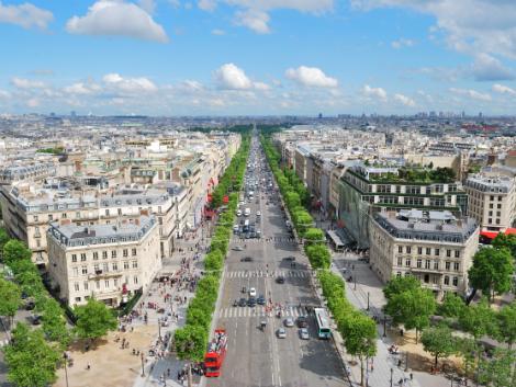 パリ:シャンゼリゼ通り