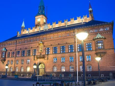 コペンハーゲン:夜の市庁舎