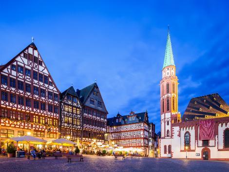 フランクフルト:ライトアップされたレーマー広場