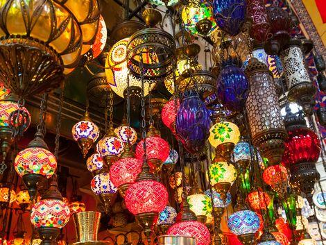 イスタンブール:グランバザールで販売しているお洒落なランプ