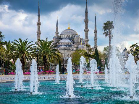 イスタンブール:ブルーモスクと公園