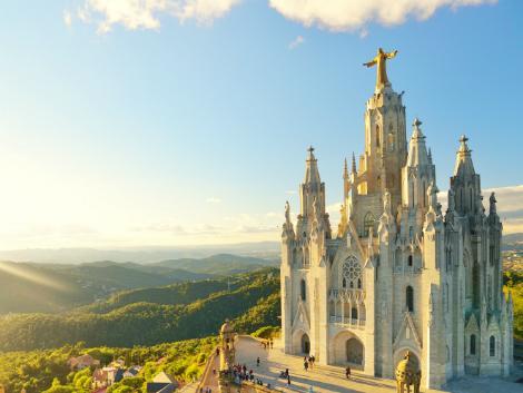 バルセロナ:ティビダボの丘に建つサグラット・コール教会