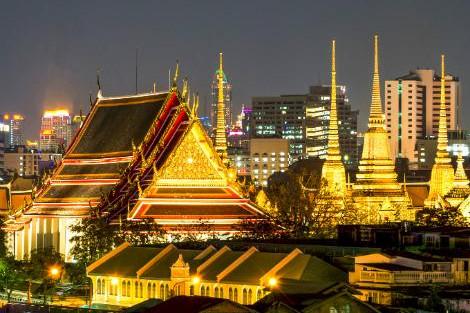 バンコク:ライトアップのワットポー