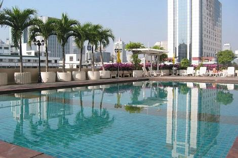 バンコク:ロイヤル ベンジャ ホテル プール