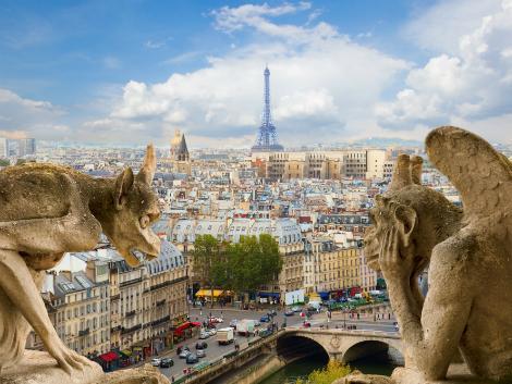 ◇パリ:ノートルダム大聖堂のガーゴイル像とエッフェル塔