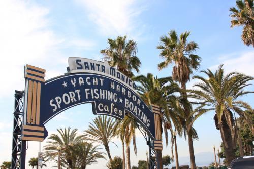ロサンゼルス市内からバスで30分程の場所にあるサンタモニカ
