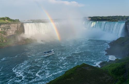 虹がでるナイアガラの滝