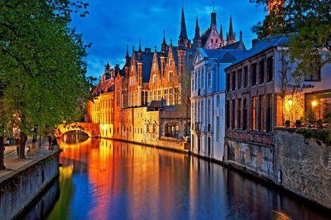 ブルージュ:夜の運河