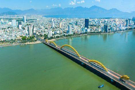 ダナン:上空からのドラゴン橋の景観