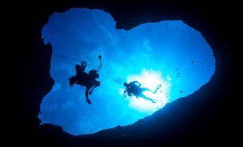 グアムのダイビングスポットのハートの洞窟