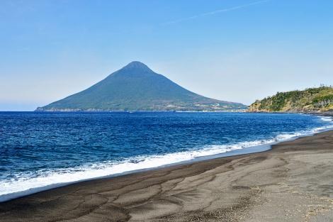 指宿:長崎鼻岬から見た、開聞岳(薩摩富士)