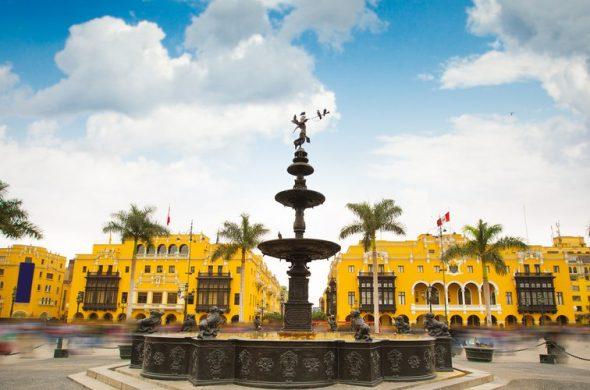 看板画像ペルー・リマ マヨール広場