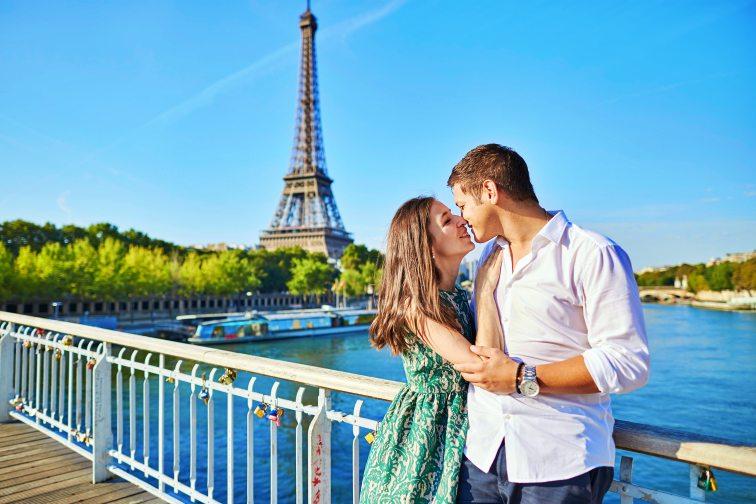 記事用フランス キスハプニング