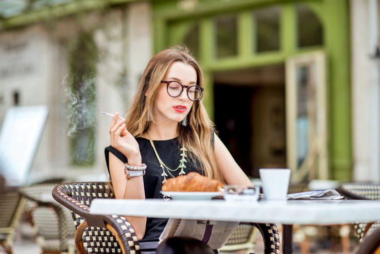 記事用 フランス女性 タバコ