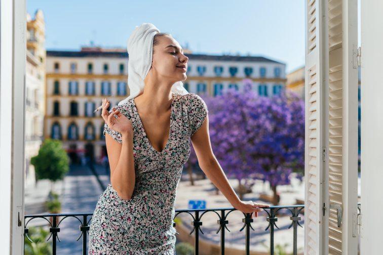 記事用 フランス女性 タバコ1
