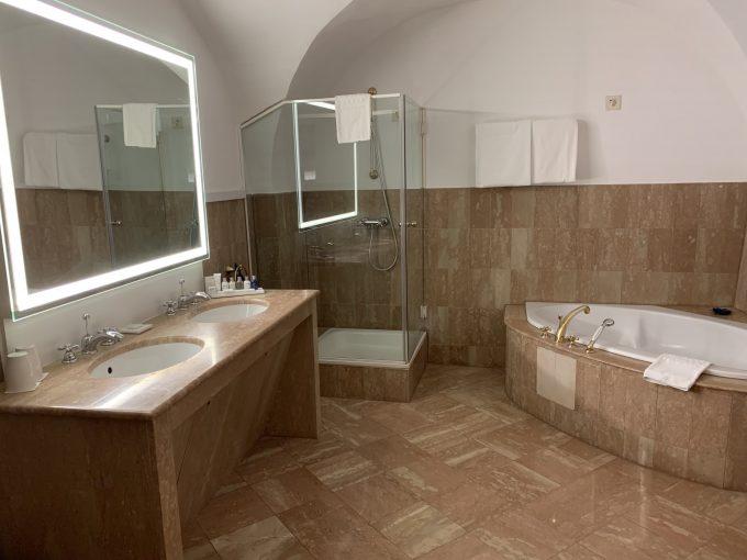 お部屋もとても広かったのですが、バスルームの広さに驚きました