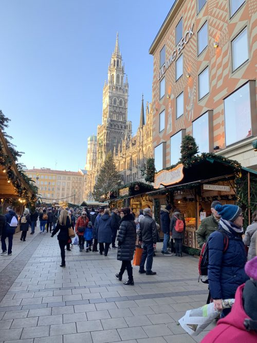 マリエン広場のクリスマスマーケット 昼時