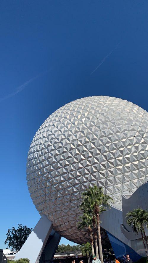 エプコットの球体は近くで見たら非常に迫力満点