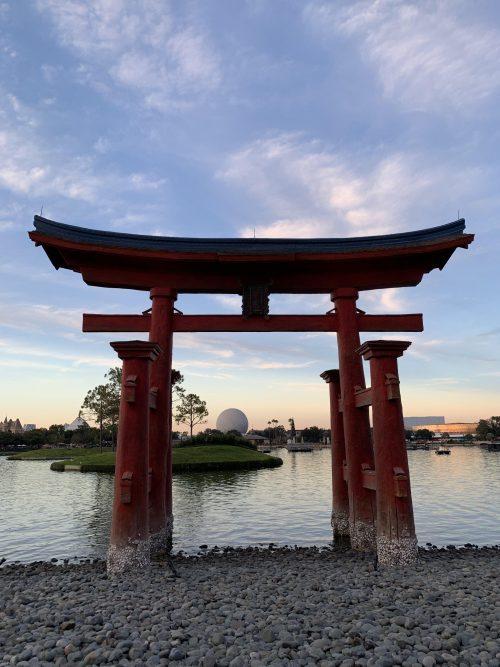 日本館の鳥居