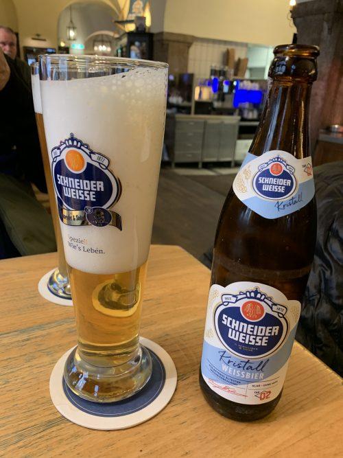 店員さんオススメの白ビール。飲みやすくて美味しかったです!