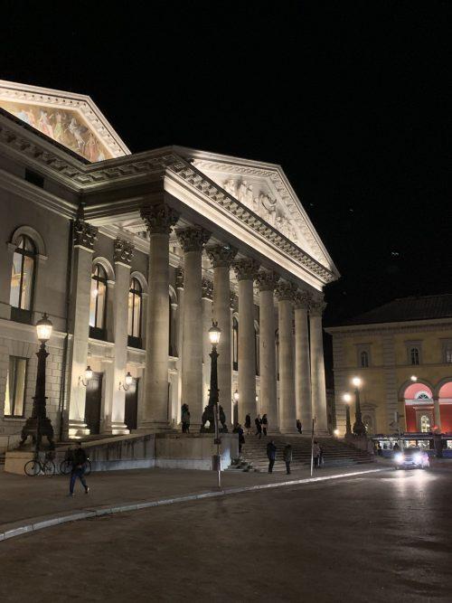バイエルン国立歌劇場の正面入り口
