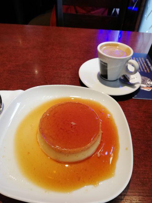 街角カフェのプリン