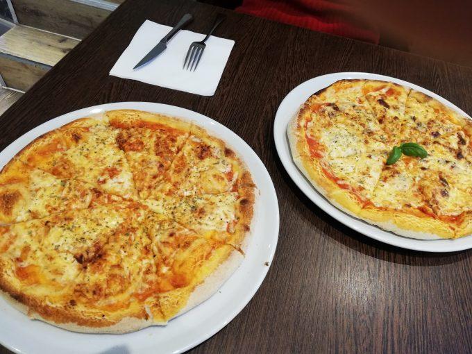 ボリューム満点のピザ