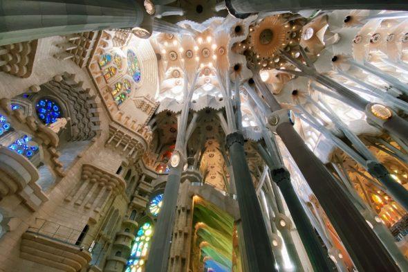 マドリード、グラナダ、バルセロナ3都市の旅へ!ガウディの作品に感動、本場のスペイン料理も堪能