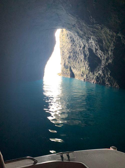 幻想的な小樽の「青い洞窟」