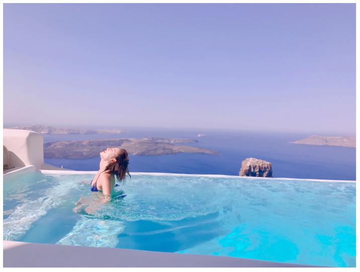 一番ロマンチックな場所で女子旅は成り立つのか!? in サントリーニ島