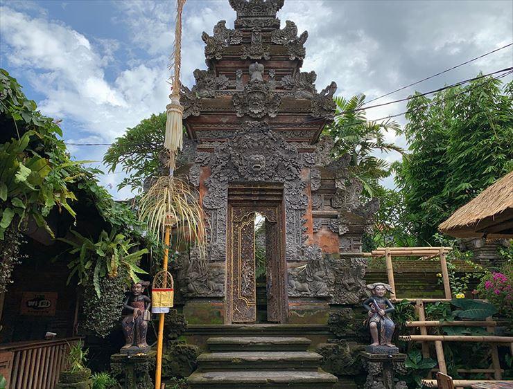 独特なデザインでフォトジェニックなバリ島の割れ門