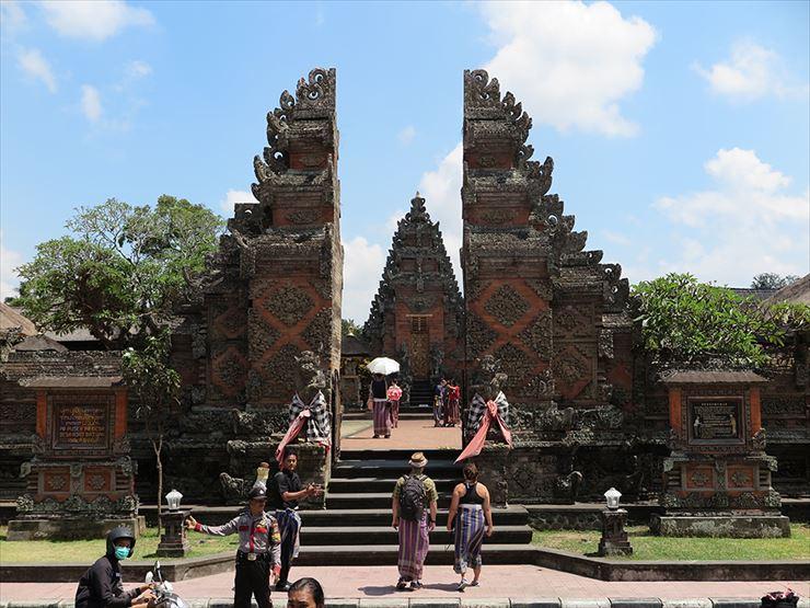 バリ島を象徴するヒンドゥー教のお寺