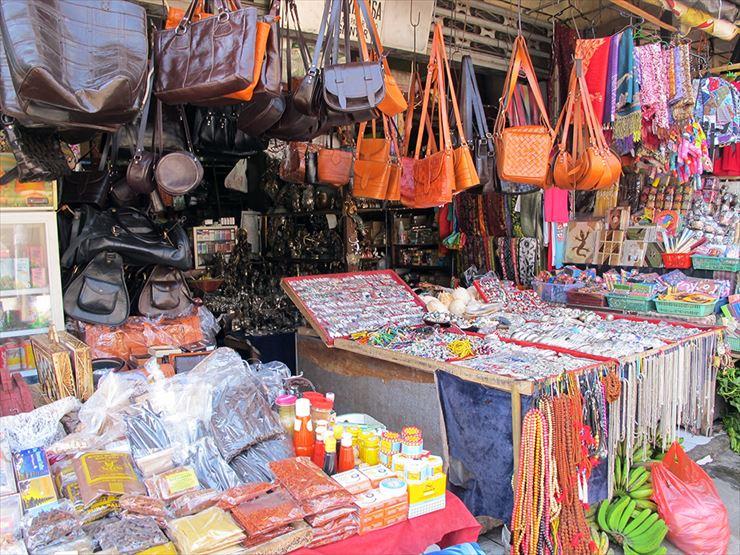 ウブドの市場は散策を兼ねてショッピングをするのに格好の観光スポット