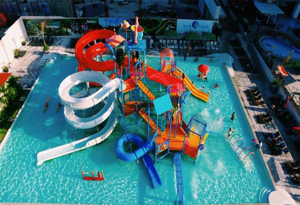 毎週土曜の夜はプールパーティー♪ Sky Water Park Cebuに行こう!