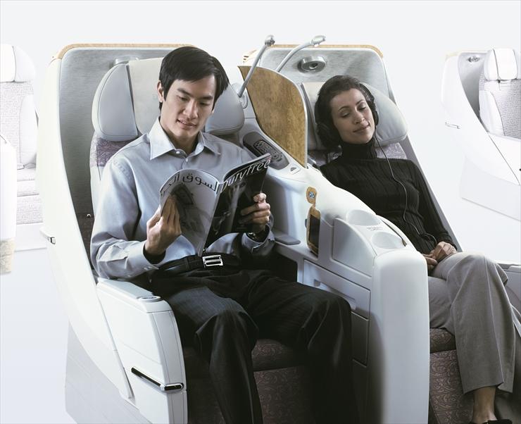 無料Wi-Fiも使える、広々としてくつろげるお座席