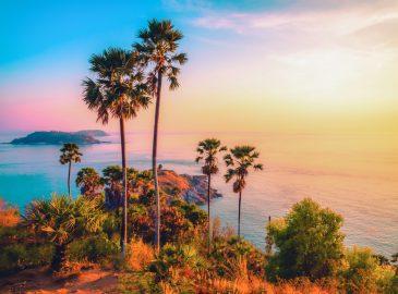 プーケット島のプロンテープ岬の美しい夕焼け