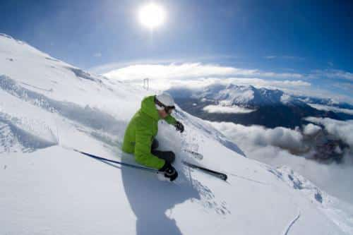 スキー・スノボ旅行の拠点となる街はクイーンズタウン