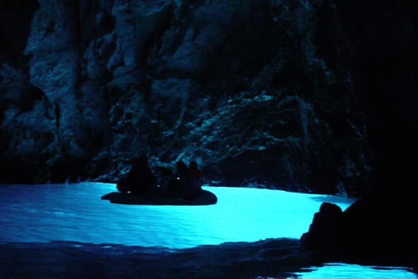 イタリアだけじゃない!青の洞窟へ行く事のできる「 フヴァル島」!