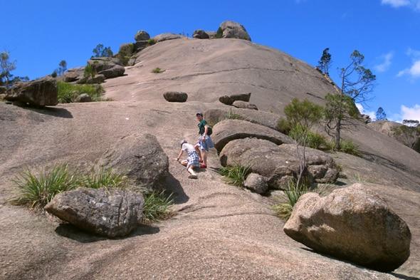 第二のエアーズロック「ピラミッド」の登頂を