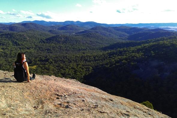 苦労して登った先で待っているのは、360°のパノラマ風景