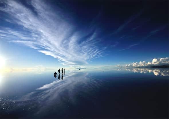 新潟県とほぼ同じ大きさの広大な「ウユニ塩湖」