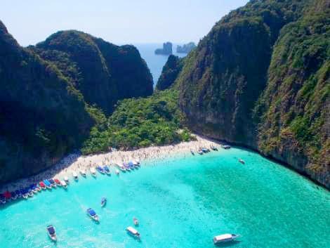 美しい海と断崖が点在するプーケット