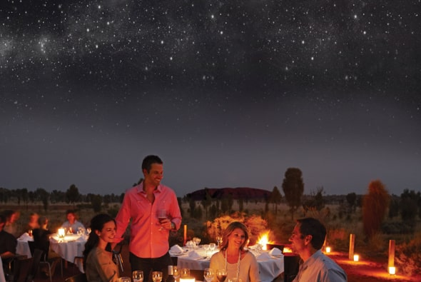 アウトバックの満点の星空の下で、オーストラリアの料理