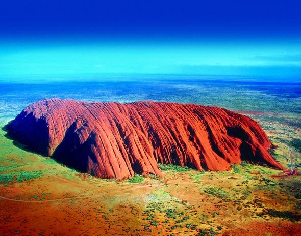 世界最大の1枚岩エアーズロック(ウルル)