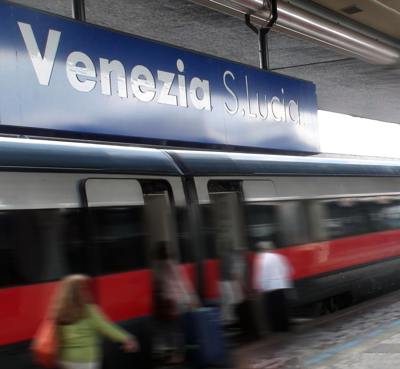 ベネチア サンタルチーア駅
