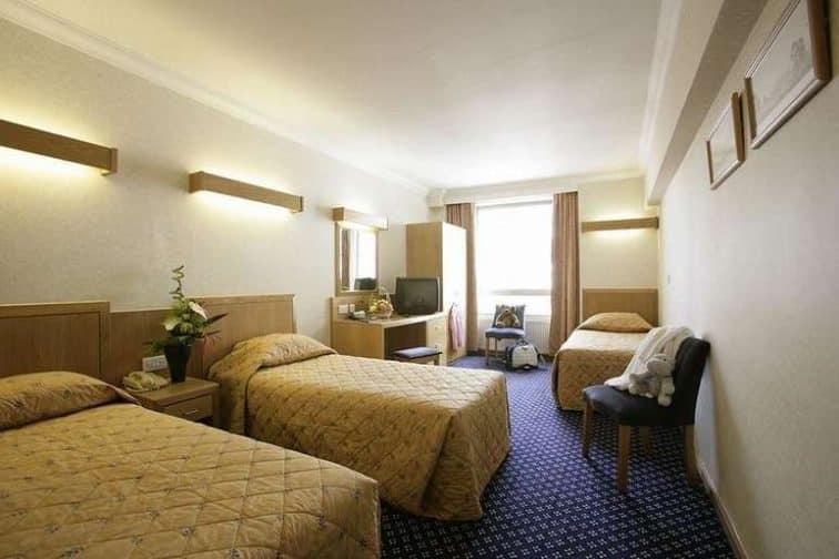 トリプルルーム ロンドンナショナルホテル