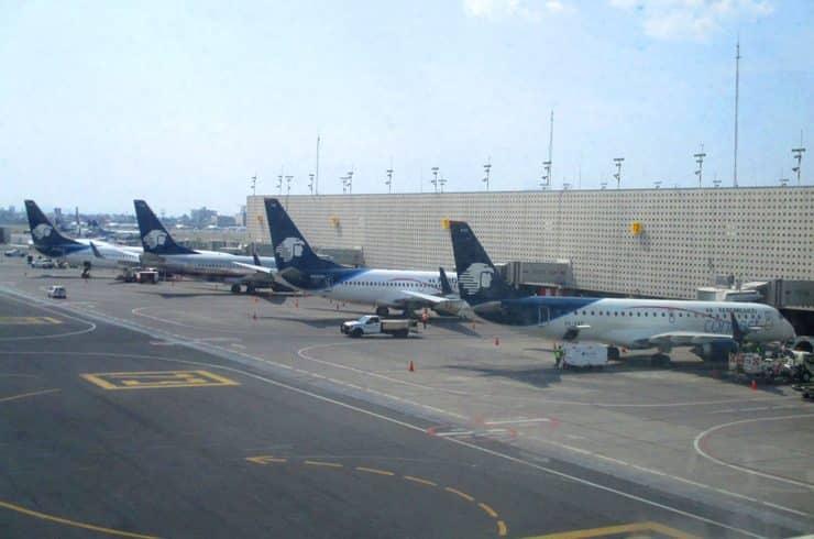 ターミナル2のアエロメヒコ航空の機材